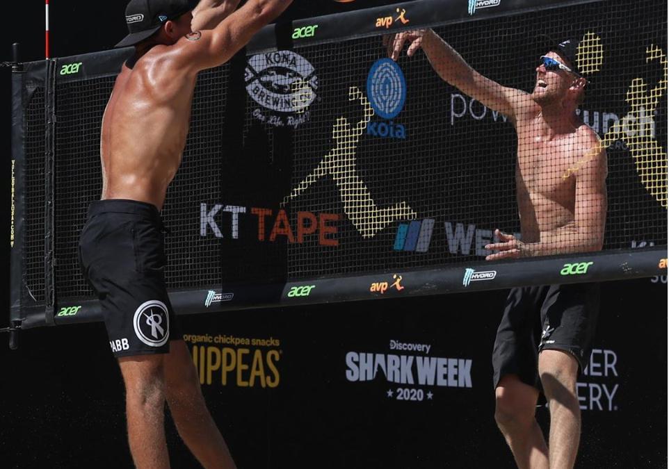 Top seeds walk into AVP Long Beach semifinals – World champs struggle
